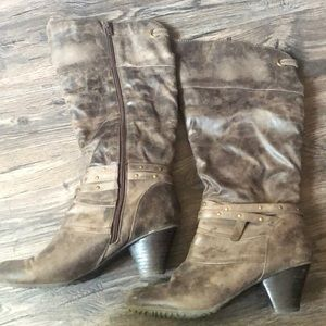 Adorable baretrap boots! Small heel.